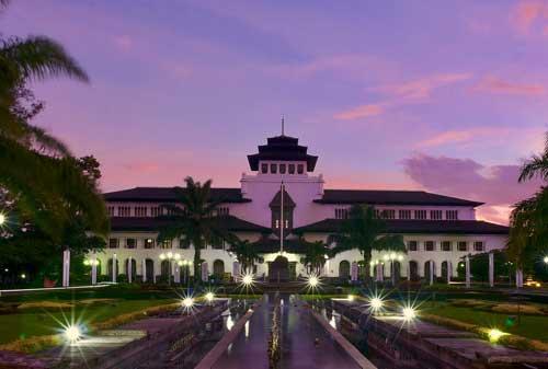 7 Destinasi Liburan Akhir Tahun Indonesia Dalam Menyambut Tahun Baru 2019 05 Bandung - Finansialku