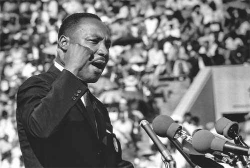 99+ Kata-kata Martin Luther King Jr yang Penuh Motivasi 05 - Finansialku