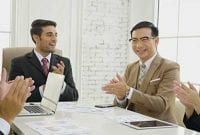 Kelebihan dan Kekurangan Gaya Kepemimpinan Demokratis 01 Karyawan Rapat - Finansialku