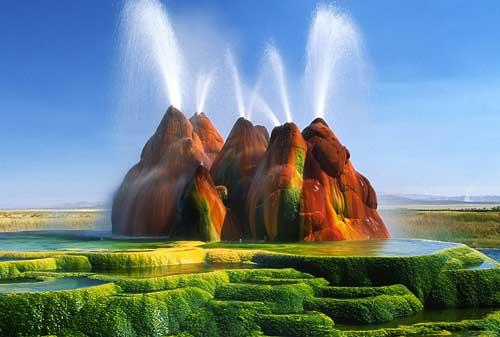 Keren, Bukan Editan! Ini 10+ Tempat Wisata Unik di Dunia 11 Fly Ranch Geyser - Finansialku