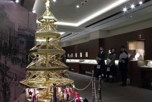 Pohon Natal 07 (Ginza Tanaka Jewelry Shop – Tabletop Tree) - Finansialku