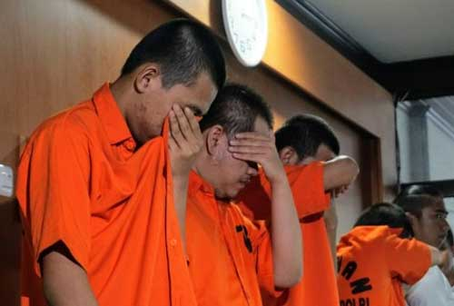 Polisi Tangkap Pelaku Fintech Ilegal Yang Mengancam Nasabah 02 Tersangka - Finansialku