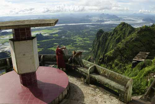 Tempat Wisata Myanmar 17 (Mount Zwegabin) - Finansialku