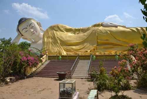 Tempat Wisata Myanmar 19 (Mya Tha Lyaung Reclining Buddha) - Finansialku