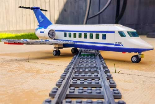 Pesawat Terbang vs Kereta Api Mana yang Lebih Murah, Aman dan Nyaman 02 - Finansialku