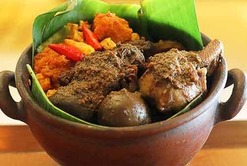 Kuliner Khas Indonesia 13 (Gudeg) - Finansialku