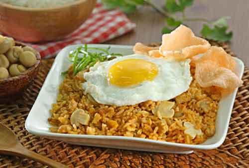 Makanan Terenak di Indonesia yang Terkenal Hingga Mancanegara 04 Nasi Goreng - Finansialku