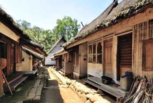 Melihat Uniknya Budaya di Kampung Naga Tasikmalaya 03 Rumah Panggung - Finansialku