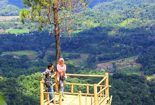 Tempat Wisata Jawa Barat 07 Bukit Panembongan - Finansialku