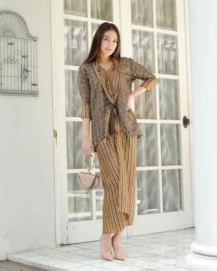 Tips untuk Para Wanita dalam Memilih Model Baju Batik 03 Model Batik 2 - Finansialku
