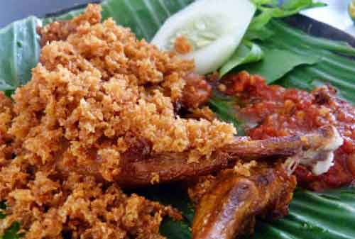 5 Resep Ayam Goreng yang Bisa Dibuat di Rumah 06 Ayam Goreng Kremes - Finansialku