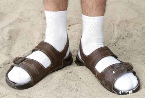 Bikin Ga Keren! Ini Dia Kesalahan Berpakaian Pria yang Harus Kamu Ketahui! 02 Kesalahan Berpakaian Pria 2 - Finansialku