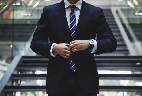 Bikin Ga Keren! Ini Dia Kesalahan Berpakaian Pria yang Harus Kamu Ketahui! 10 Kesalahan Berpakaian Pria 10 - Finansialku