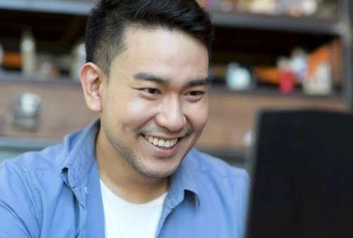 Karyawan Bahagia Bisa Meningkatkan Kinerja dan Produktivitas Kerja 02 - Finansialku