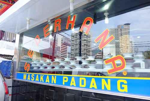 Kisah Di Balik Suksesnya Restoran Sederhana Masakan Padang 02 Masakan Padang 2 - Finansialku