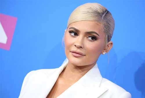 Menjadi Billioner, Ini Bisnis Kylie Jenner Ini Bisa Kamu Tiru 03 Kylie Jenner 3 - Finansialku
