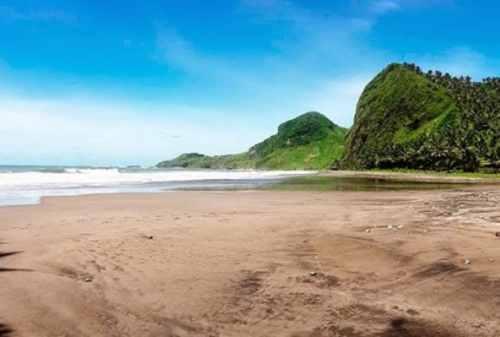 Tempat Wisata Jawa Tengah 05 Pantai Pecaron - Finansialku