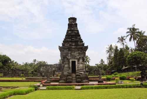 Tempat Wisata Jawa Timur 02 Candi Penataran - Finansialku