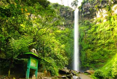 Tempat Wisata Jawa Timur 05 Air Terjun Coban Rondo - Finansialku