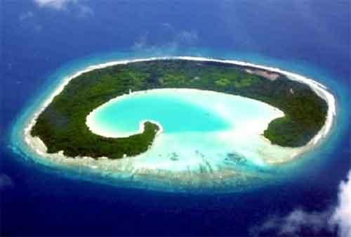 Tempat Wisata Jawa Timur 07 Pantai Plengkung - Finansialku