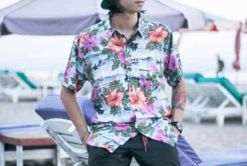 Santai Kaya di Pantai Ini Dia Tips Memilih Baju Pantai Pria! 03 - Finansialku