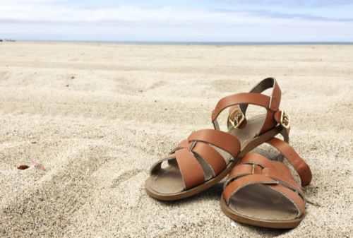 Santai Kaya di Pantai Ini Dia Tips Memilih Baju Pantai Pria! 05 - Finansialku
