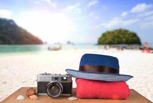 Santai Kaya di Pantai Ini Dia Tips Memilih Baju Pantai Pria! 06 Kamera - Finansialku
