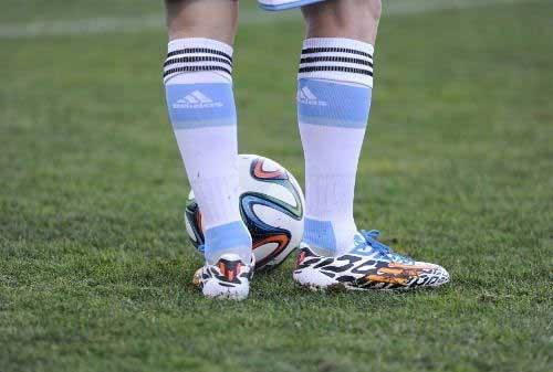Sepatu Olahraga 02 - Finansialku