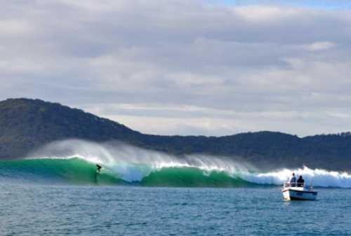 Suka Surfing Kunjungi 5 Tempat Terbaik Berselancar 03 Nusa Penida - Finansialku