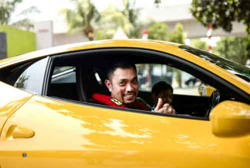 Fakta Menarik Crazy Rich Tanjung Priok, Ahmad Sahroni 03 - Finansialku