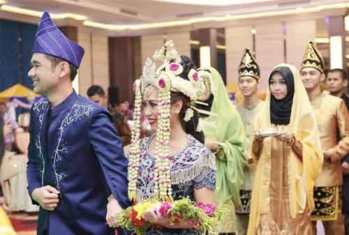 Wow! Tradisi Pernikahan Adat Ini Termahal di Indonesia 03 - Finansialku