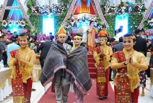 Wow! Tradisi Pernikahan Adat Ini Termahal di Indonesia 04 - Finansialku