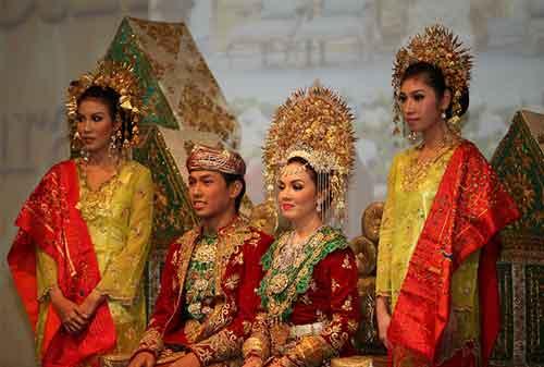 Wow! Tradisi Pernikahan Adat Ini Termahal di Indonesia 05 - Finansialku