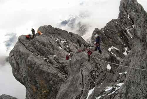 Lokasi Panjat Tebing 10 Tebing Carstensz Pyramid - Finansialku