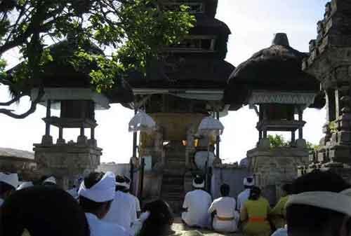 Pergi Ke Bali Jangan Lewatkan! Berkunjung Ke Pura Uluwatu dan Nikmati Keagungannya 02 - Finansialku