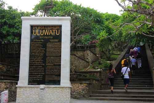 Pergi Ke Bali Jangan Lewatkan! Berkunjung Ke Pura Uluwatu dan Nikmati Keagungannya 03 - Finansialku