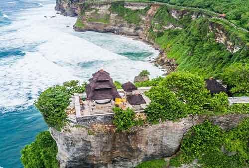 Pergi Ke Bali Jangan Lewatkan! Berkunjung Ke Pura Uluwatu dan Nikmati Keagungannya 04 - Finansialku