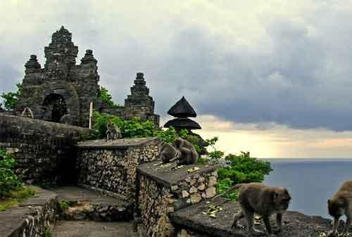 Pergi Ke Bali Jangan Lewatkan! Berkunjung Ke Pura Uluwatu dan Nikmati Keagungannya 05 - Finansialku
