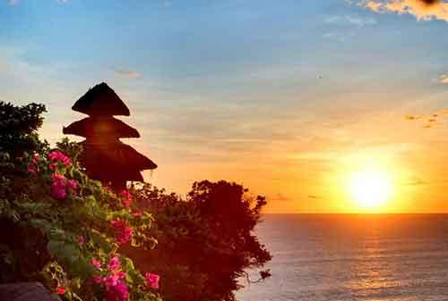 Pergi Ke Bali Jangan Lewatkan! Berkunjung Ke Pura Uluwatu dan Nikmati Keagungannya 06 - Finansialku