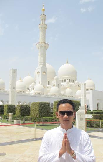 Sheikh Zayed Mosque 03 (Tampak Depan) - Finansialku
