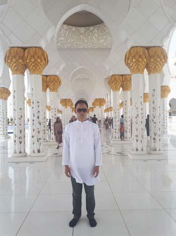 Sheikh Zayed Mosque 04 (Tampak Dalam) - Finansialku